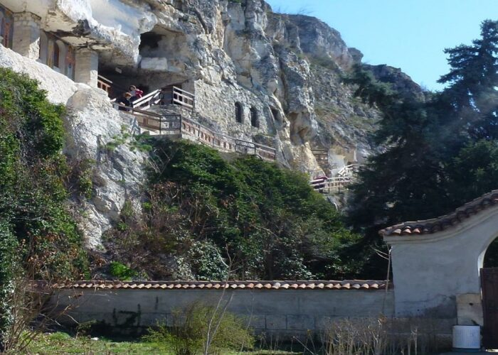 Manastirea-Basarabov
