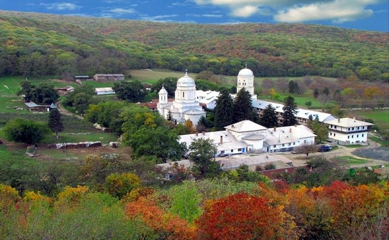 manastirea cocos tulcea excursie o zi royaltrip